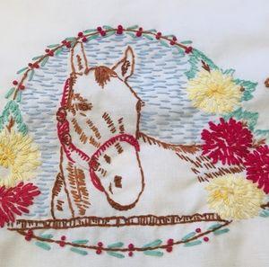 Vintage horse embroider table runner crochet edge